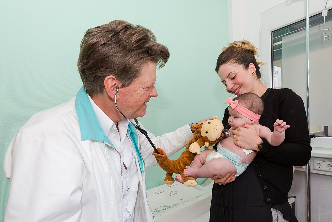 Hausarzt-Deggingen-Jung-Kinderarzt