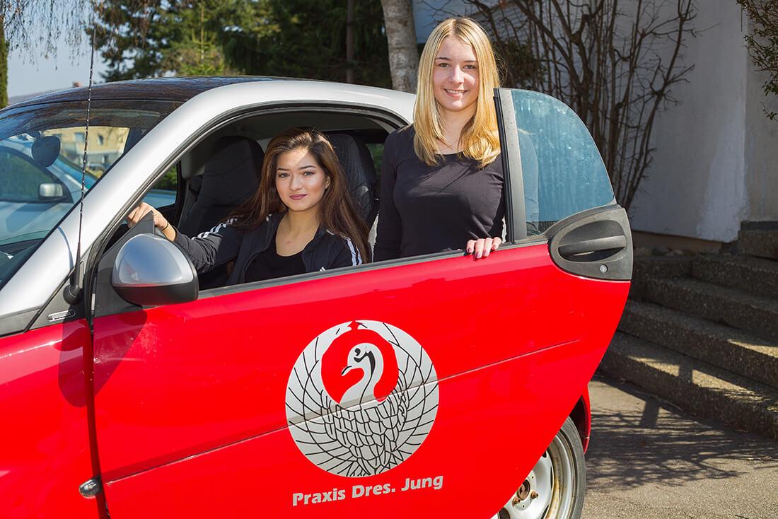 Hausarzt-Deggingen-Jung-Praxis-Auto