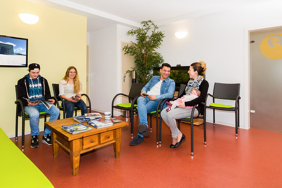Hausarzt-Deggingen-Jung-Praxis-Wartezimmer
